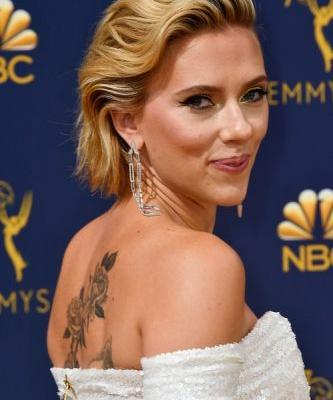 Scarlett Johansson's Blonde Hair At The 2018 Emmy Awards Is So, So Trendy