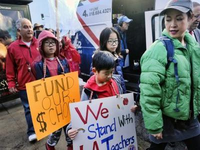 LA teachers, district resume negotiations amid strike