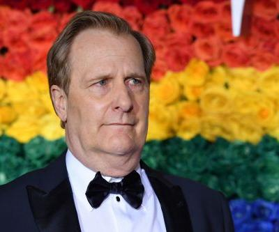 These Memes Of Jeff Daniels At The 2021 Golden Globes Are Too Relatable