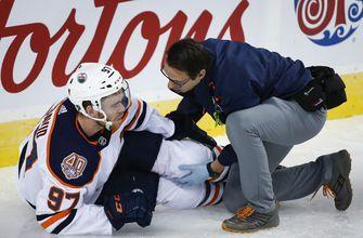 McDavid leaves game with left leg injury in Oilers' finale