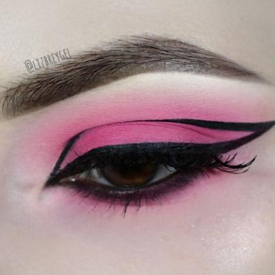 Creative Valentine's Day Makeup | Pink Eyeshadow & Graphic Eyeliner Tutorial