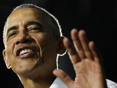 Obama zings hecklers at a campaign rally for Florida Democrats