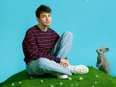 This Valentine's Day, Rex Orange County Wants To Move Into A 'New House' Together