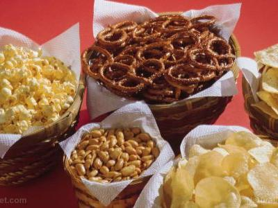 """Labeling matters: New study shows """"snack foods"""" contribute to overeating"""