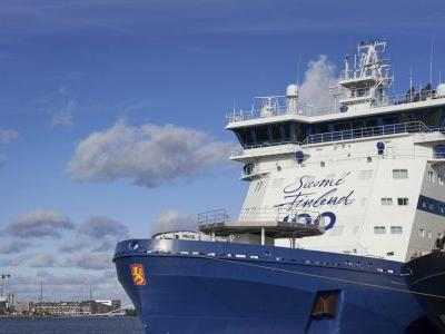 Icebreaker tests out oil spill recovery system