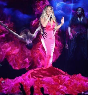 Is Mariah Carey Lip Syncing At The 2018 AMAs? Fans Think So