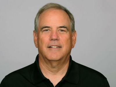 Titans DC Dean Pees taken to hospital during Colts game