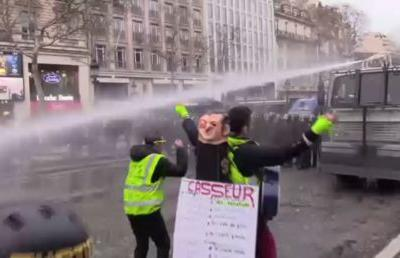 Act 17: Police soak Yellow Vest demonstrators with water cannon, fire teargas