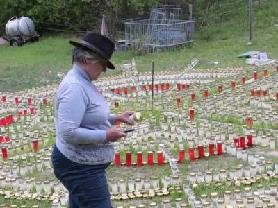 Woman lights 8,000 candles in memory of each victim of COVID-19 in Germany