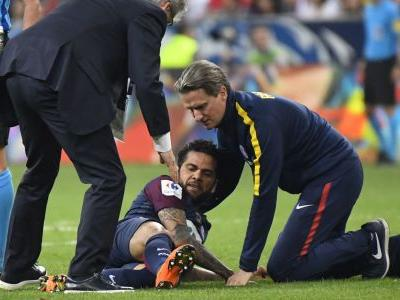 Dani Alves in World Cup injury scare