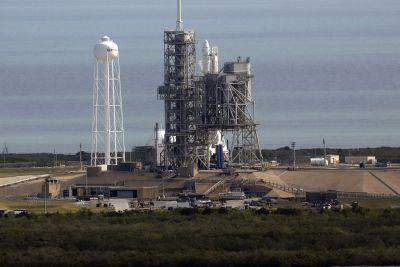 SpaceX trying to launch rocket from historic moon pad - again