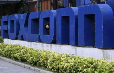 The Latest: Wisconsin Democrats argue against Foxconn breaks
