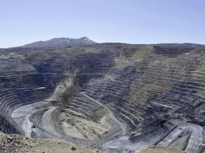 Newmont's $10B offer would create world's biggest gold miner