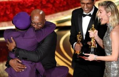 Knicks make news at Academy Awards by snapping 18-game home losing streak