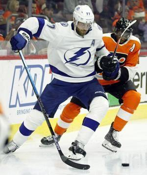 Cirelli lifts Lightning to wild win over Flyers