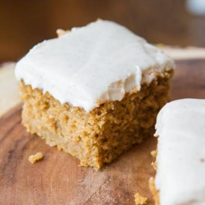 PUMPKIN CAKE WITH CINNAMON FROSTING