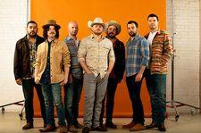 Josh Abbott Band's 'Little More You' Video Stars 'Duck Dynasty' Clan: Exclusive