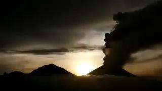 Timelapse shows Bali's Mount Agung volcano erupting at daybreak