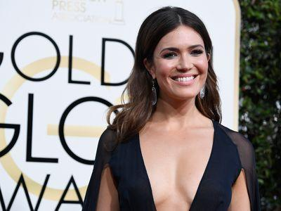 Mandy Moore's Sternum Was Exquisitely Contoured at the Golden Globes