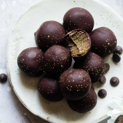 Vegan Matcha Chocolate Energy Bites