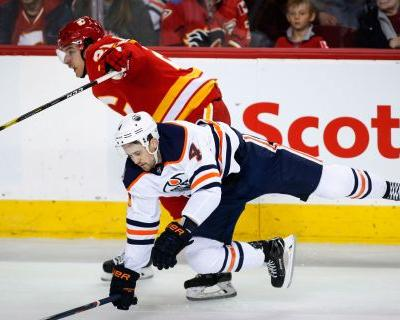 Lindholm scores twice, Flames rally past Oilers 4-2