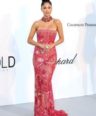 Nicole Scherzinger makes every head turns at the amfAR Gala