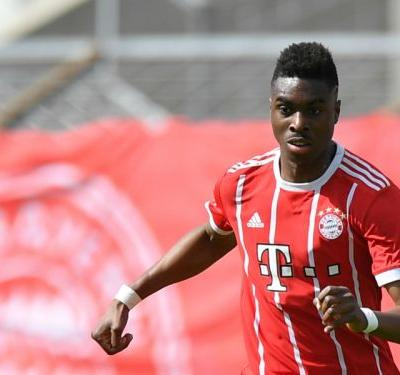 Maxime Awoudja signs professional contract with Bayern Munich