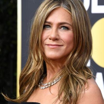 Jen Aniston's Reaction To Beyoncé & Jay-Z Giving Her Champagne Is Peak Fangirl