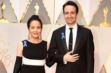 Stars Wear Blue Ribbons on 2017 Oscars Red Carpet to Support ACLU