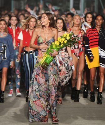 What a way to kick off Fashion Week👏👏👏Go to ELLE to see