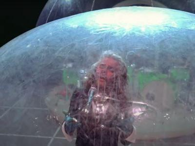 """The Flaming Lips - """"Dinosaurs On The Mountain"""""""