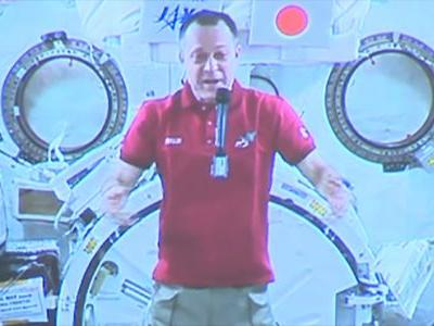 Long-distance call: Astronaut chats from space with kids