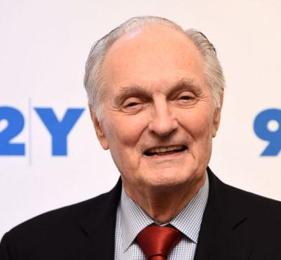 'M.A.S.H.' star Alan Alda reveals he has Parkinson's disease