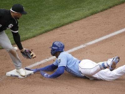Soler, Royals beat White Sox 8-6 on a raw day for 2-0 start