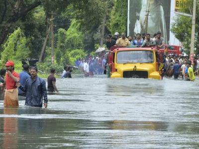 Trains bring drinking water to flooded southern Indian state