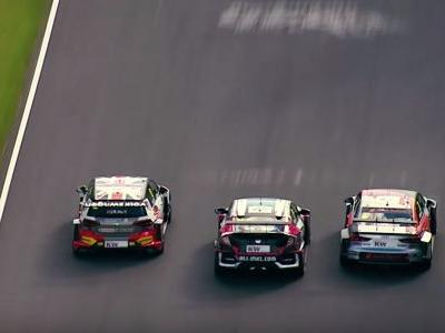 Touring Car Drivers Hit Each Other Multiple Times During Fast 'Ring Battle