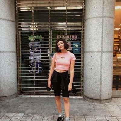 15 T-Shirt Outfits for Summer
