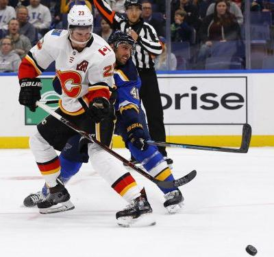 Perron's hat trick lifts St. Louis Blues over Calgary Flames