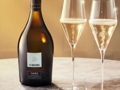 This Is Why Prosecco Is the Perfect Bubbly for the Holidays