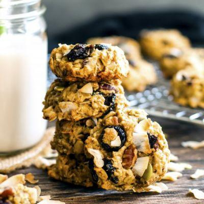 Healthy Oatmeal Trail Mix Cookies