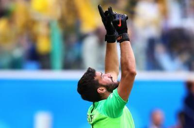 Roma keeper Alisson headed to Liverpool on record $87M transfer fee