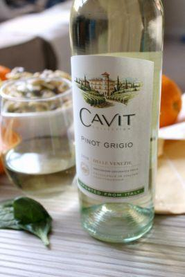 National Pinot Grigio Day: Spinach, Olive, and Feta Pasta Salad with Spinach