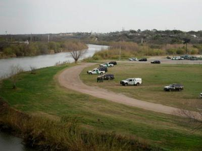 1 Child Dead, 3 People Missing After Migrant Raft Overturns In Rio Grande