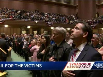 WATCH: Pittsburghers sing 'The Star-Spangled Banner' at interfaith vigil for Squirrel Hill synagogue shooting victims