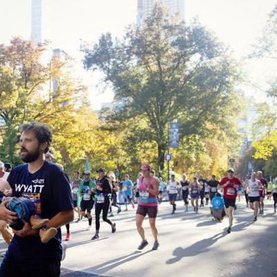 Uplifting story behind viral marathon photo