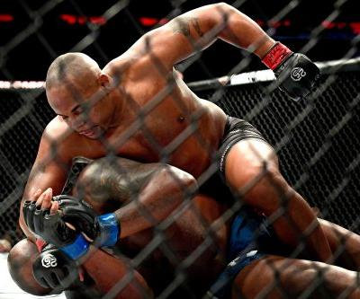 Cormier chokes out Lewis to retain title, calls out Lesnar