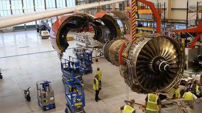 Fascinating timelapse video shows five-tonne Airbus jet engine being changed hours before take-off