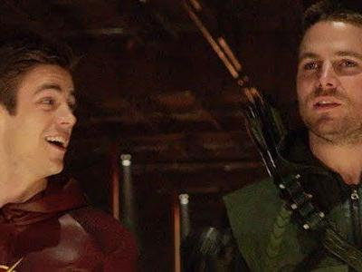 The Elseworlds Crossover Finally Revealed Why The Flash And Arrow Swap Places
