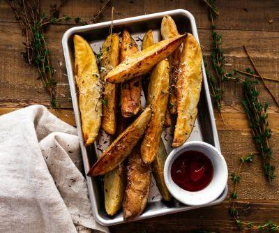 Crispy Air Fryer Parmesan and Thyme Roasted Wedge Fries
