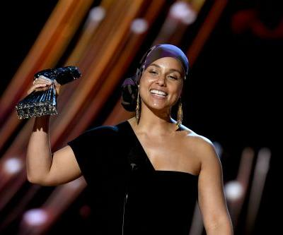 The Tweets About Alicia Keys' Son Playing Piano At The iHeartRadio Awards Are A Mood